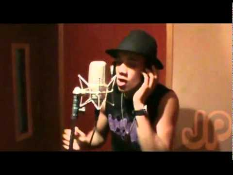 22 minutos paroles grupo disfarce video lyric for Farcical traduction