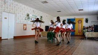 Танец молодых выпускниц