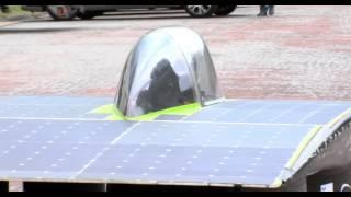 Une voiture à l'énergie solaire en démonstration à Versailles