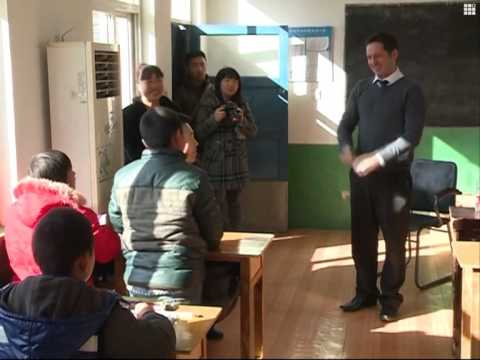 Foreign teacher brings English to rural pupils in N China