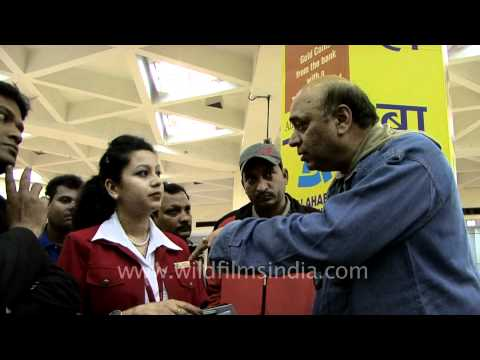 Angry Passengers Argue With Kingfisher Airline Staff
