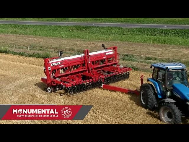 Sembradoras Monumental, Autotrailer 6750 de 18 surcos a 35 cm con fertilizacion, TRACTOR NEW HOLAND.