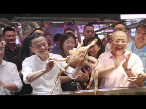 Jack Ma Visits a Hema Supermarket, Sees New Retail in Action