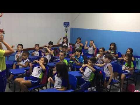 """Alunos Do 2º Ano """"B"""" Interpretando Uma Canção De Páscoa !"""