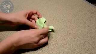Пошаговая видео инструкция как сделать прыгающую лягушку из бумаги своими руками(Самое время научится делать одну из самых замечательных игрушек из бумаги – прыгающую оригами лягушку...., 2015-02-24T21:44:54.000Z)