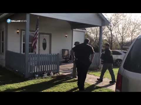 FBI, Austin police enter suspected bomber's home