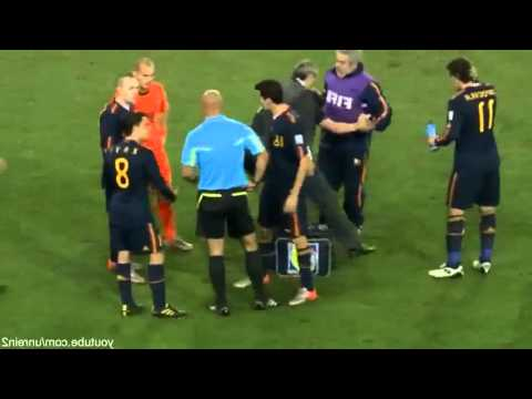 Nigel de Jong vs. Xabi Alonso