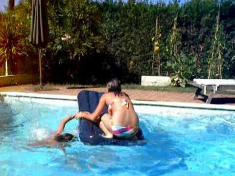 Moi A La Piscine manon et moi piscine x) - youtube