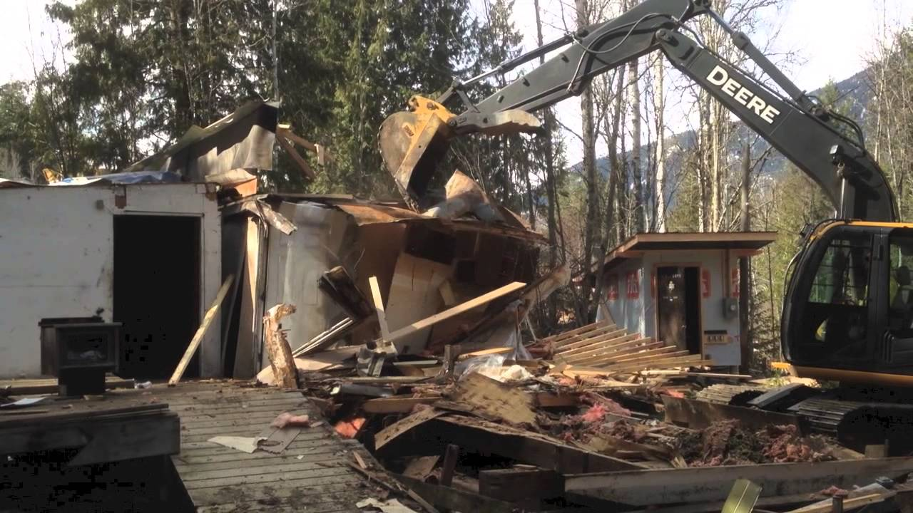 Nelson Tiny Houses Mobile Home Demolition - YouTube