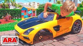 يلعب فلاد و نيكيتا في سيارات اللعب الصغيرة
