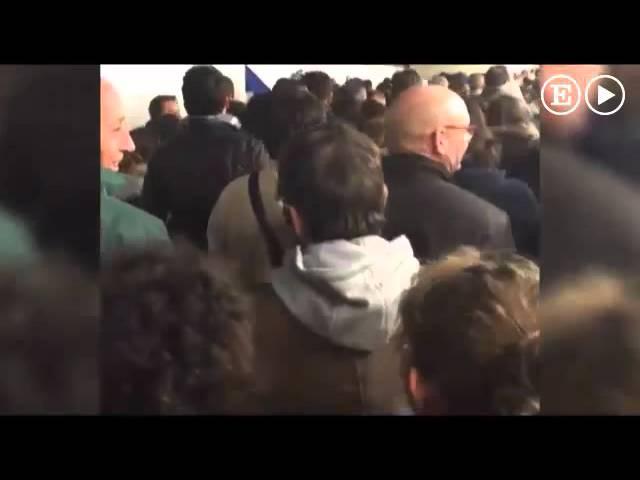 Los asistentes al partido Francia-Alemania cantaron la Marsellesa mientras abandonaban el estadio
