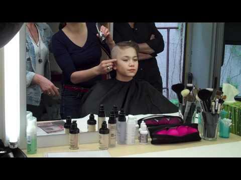 Christian Traeumer Shaving his head to become Simon Sachs part 1