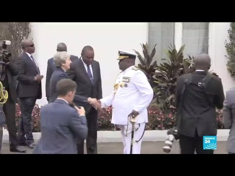 Theresa May signs security pact with Kenya