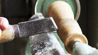 Работа на токарном станке, изготовление фигурной детали из дерева