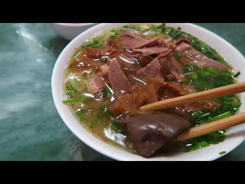 Bun Ngan Goose Noodles Lunch Lady in Hanoi Vietnam is a Master Chef