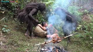 Primitive life - Forest people meet ethnic girl grilled chicken - Forest people sneaky theft eating