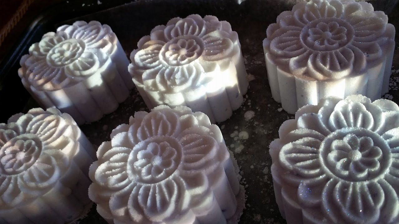 How to Make Bath Bombs Using the Moon Cake Press - YouTube