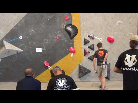 Colin Duffy 2018 Bouldering Divisional Finals