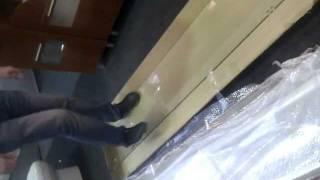 Мужик прыгает на душевой кабине...(Душевые кабины 80х80, качественные Душевые ограждения., 2011-12-13T16:11:34.000Z)