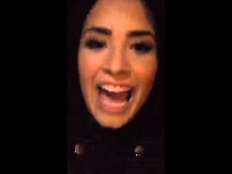 "Demi Lovato singing ""YES"" in Periscope #CONFIDENT"