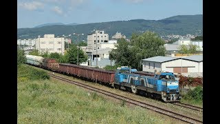 ESK086113 Goods trains in Slovakia: 5 locomotives transport Pn68321, but the wrong way round.