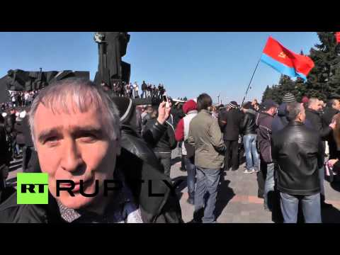 Ukraine: Donetsk rallies against fascism, demands Donbass referendum
