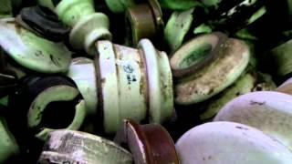 изоляторы керамические(Куча сломанных керамических изоляторов в контейнере., 2014-01-14T17:03:46.000Z)