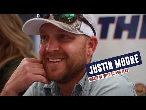 Justin Moore, Dad of 4, Says He Binge Watches During School Days