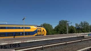 NS VIRMm 9478 komt door station Duivendrecht