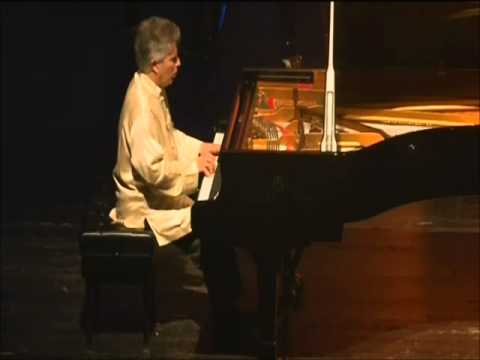 Alan Weiss plays