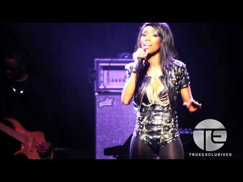 Brandy Gets Emotional & Performs