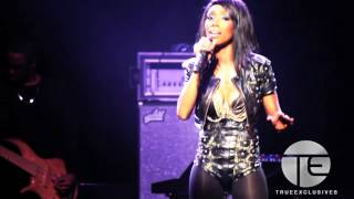 "Brandy Gets Emotional & Performs ""When You Touch Me"" in London"