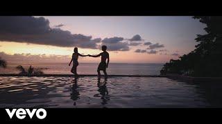 Смотреть клип Lucas Estrada - Hold On Me