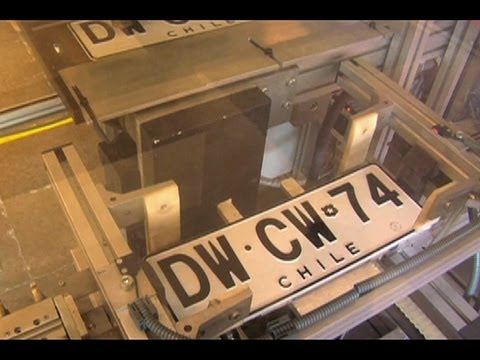 Miradas: Fabricación de placas patentes - YouTube