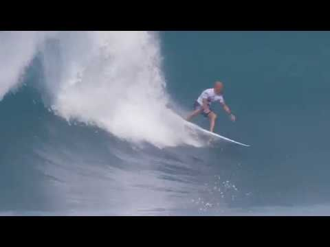 730e25bf3d4fc2 Kelly Slater Destroys His First Heat Back at Pipeline after Injury - The  Inertia
