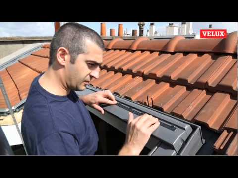 velux installation kit de motorisation sur fen tre de toit youtube. Black Bedroom Furniture Sets. Home Design Ideas