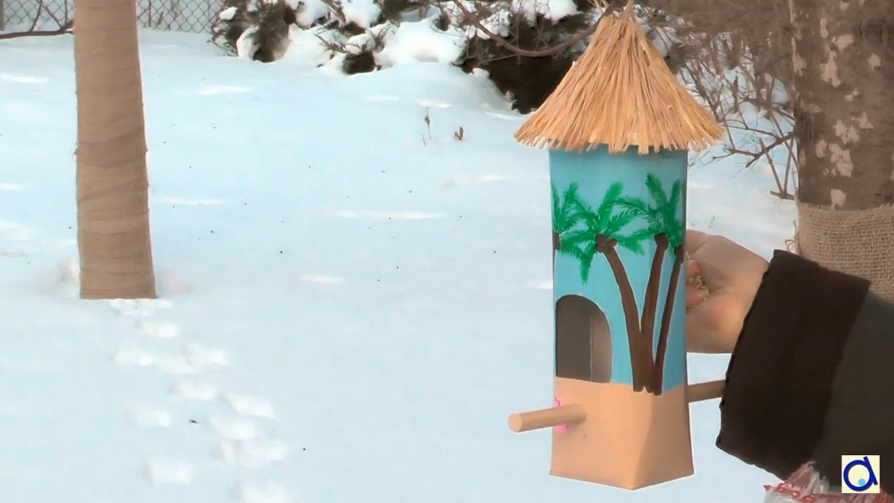 mangeoire oiseaux diy avec une bo te de jus youtube. Black Bedroom Furniture Sets. Home Design Ideas