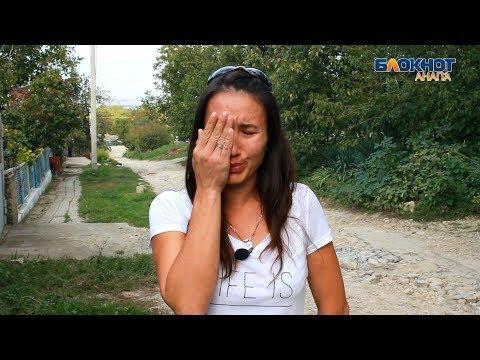 В Анапе избили девушку из-за сорванного на улице ореха