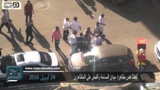 بالفيديو  لحظة القبض على عدد من المتظاهرين بالدقي