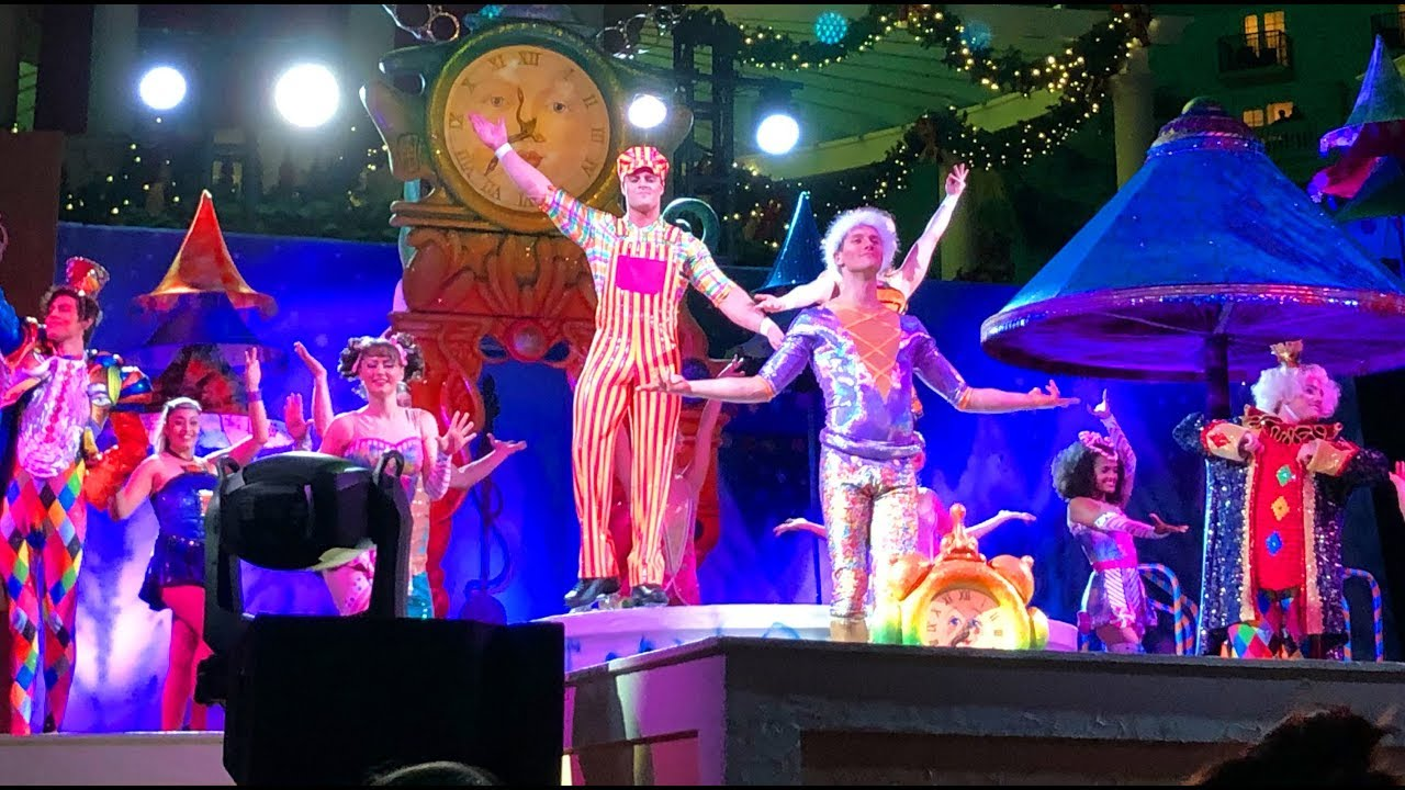 Cirque Christmas.Cirque Dreams Unwrapped Debut Performance Highlights At Gaylord Palms Christmas 2017