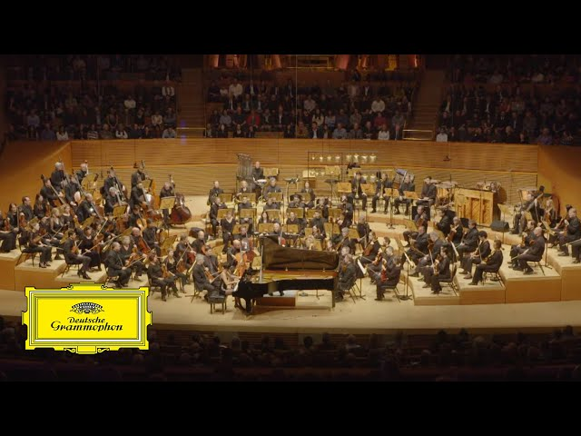 Gustavo Dudamel, Yuja Wang & LA Phil – Adams: I. Gritty, Funky, But in strict Tempo