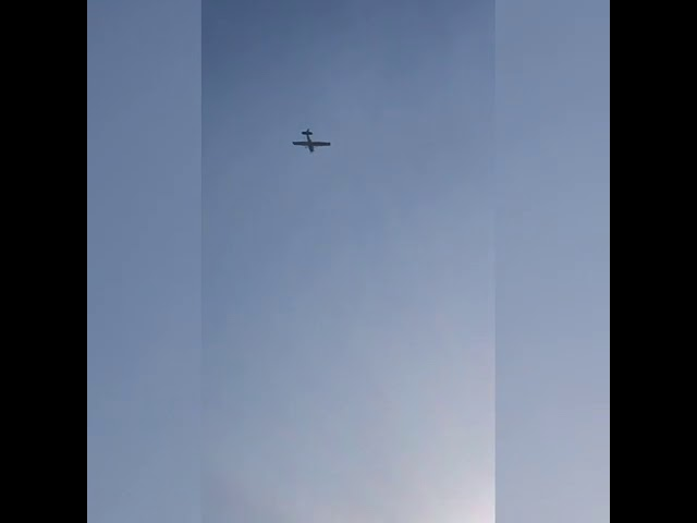 Cessna 182 skydiver plane landing to Brookhaven Clabaro Airport from my house