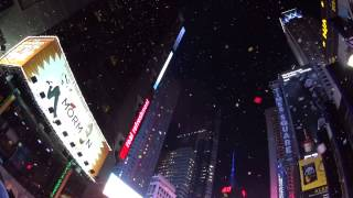 NY Times Square New Year's Eve Ball drop 2015(ニューヨーク・タイムズスクエアでの年越しカウントダウン)
