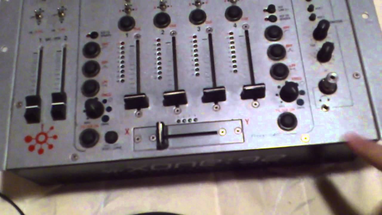 Comment Brancher Un Casque Sur Une Table De Mixage Youtube