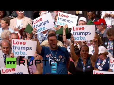 USA: Sanders supporters heckle DNC speakers after email leak