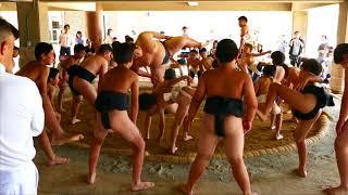 6月24日に小豆島町立小豆島中学校の土俵で大相撲で活躍する琴勇輝関...