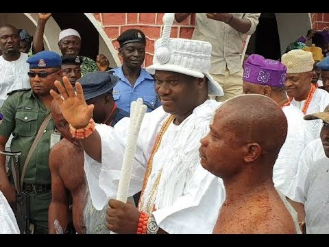 Ooni of Ife steps out with his bodyguards with long cane as people bow down to him on the street
