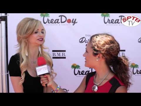 Actress Mindy Robinson is beauty on the carpet