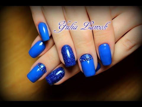 Маникюр синий с блестками