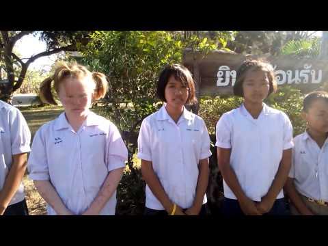 คำอวยพรปีใหม่ พ.ศ.2558 /ค.ศ.2015 ของโรงเรียนบ้านพรานอ้น 6 ภาษา